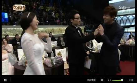 sbs演技大赏《继承者们》成最大赢家 朴信惠李敏镐喜获最佳情侣奖