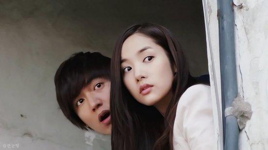 宋茜和尼坤,在节目中尝试了各种夫妻日常生活要做的事,暖度爆表