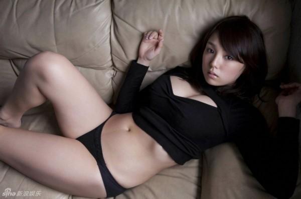 筱崎爱黑色系写真曝光