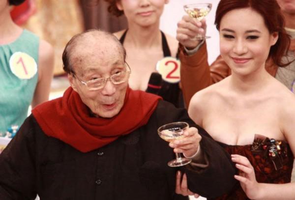 邵逸夫曾自称爱看美女:我风流而不下流