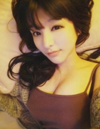 是韩国当红的性感女主播