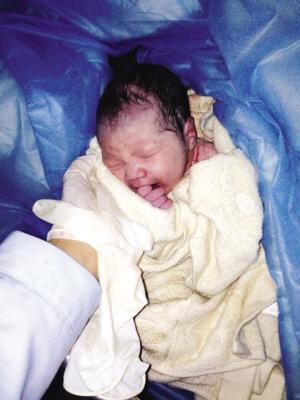 当时婴儿无衣物包裹,也没发出任何声音.