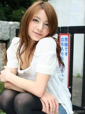 日本女优柚木提娜(rio)多组性感写真曝光,上演内衣诱惑,撅臀秀白皙