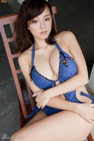 日本 巨乳/媒体评十大扛鼎流量写真女优筱崎爱