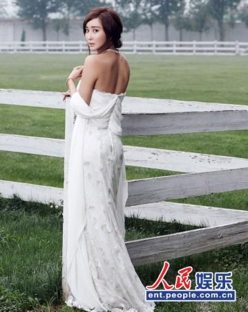 杜若溪冰雪女神写真 白裙优雅小露性感