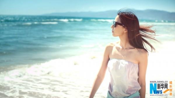 沙滩长裙飘逸漫步