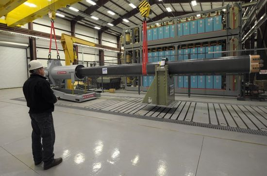 美军电磁炮测试一分钟8连发 2016年将装备上舰