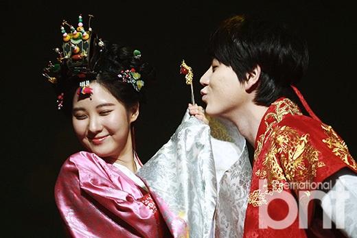 下午,音乐剧《拥抱太阳的月亮》于首尔艺术殿堂举行媒体试演会.