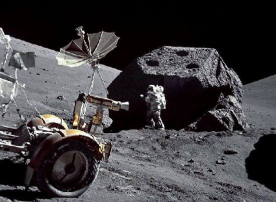 震惊世界 月球UFO基地真实照片曝光
