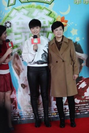 李宇春携妈妈走红毯 助阵《爸爸去哪儿》首映礼图片