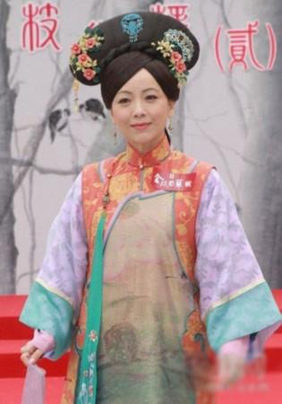 tvb视后一姐邓萃雯每个角色都入木三分,这款清朝发髻很有贵高清图片