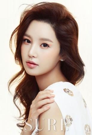 韩星南圭丽拍时尚杂志写真展少女恬静