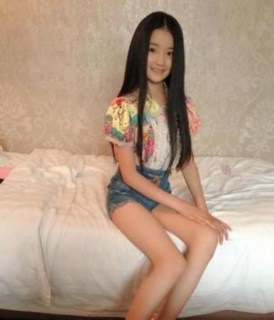 10岁小萝莉穿着成熟神似林青霞图片