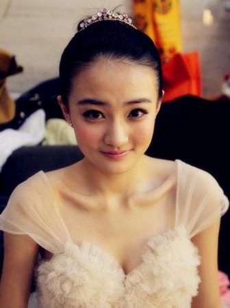 徐璐,是调皮可爱的金璐璐,是清纯善良的甄玉娆,是动人的薛宝琴,她是