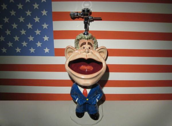 美国艺术家设计怪异便池生意火爆(组图)