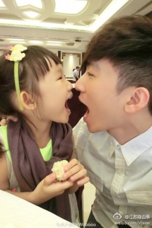 中国 走红/吴大伟还在微博上他也坦言,就是要对妹妹好,要和妹妹拍很多...