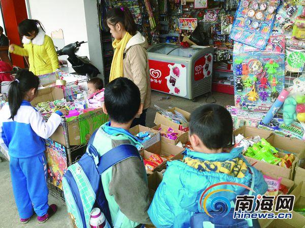 海口:三无摊贩流动食品a摊贩威胁学生与执法者2018年洛阳市小学划片图图片