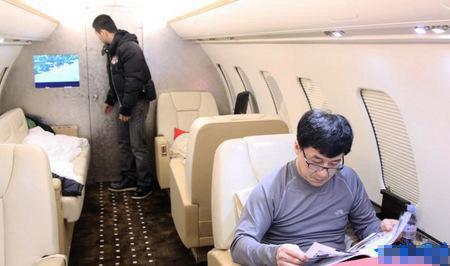 成龙价值2亿私人飞机闪瞎眼 聚焦令人大开眼界的明星灰机