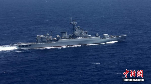 中国海军两军舰编队搜救马航失联飞机