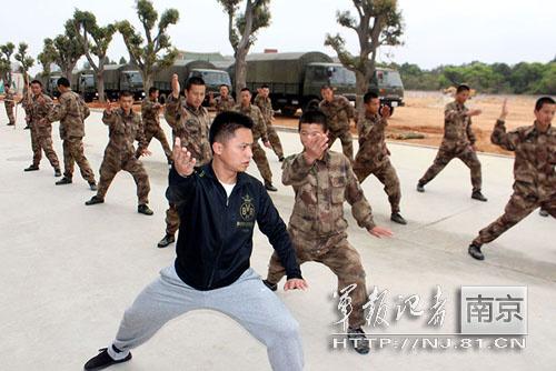 解放军海防团体能训练新招:少林棍 太极拳(图)图片