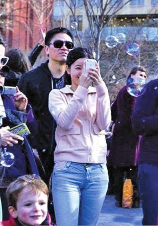 刘强东微博承认恋情-刘强东独家专访 我被娱乐化了 小天没否认恋情图片 93036 315x450