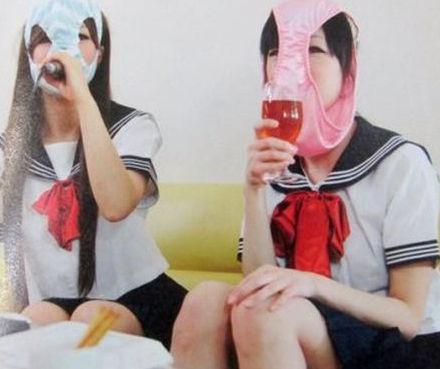 日本奇葩写真集:女生内裤蒙脸[组图]