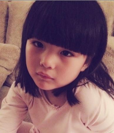 王诗龄史上最全可爱卖萌照出炉 撞脸王菲童年照