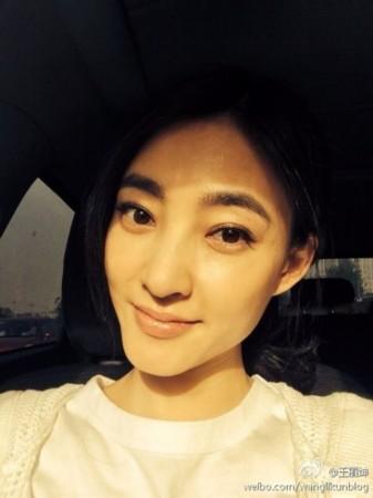 王丽坤晒素颜美照似邻家小女孩(图)