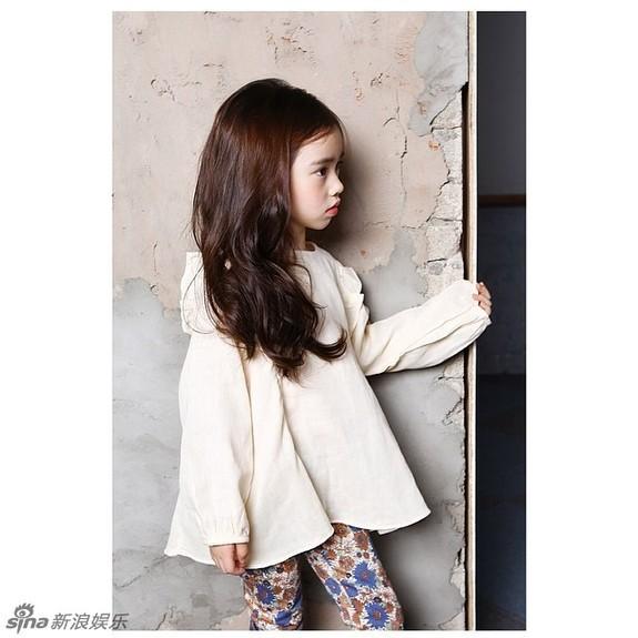 韩国/新浪娱乐讯近日,一组韩国小萝莉粉嫩美照在网上热传。...