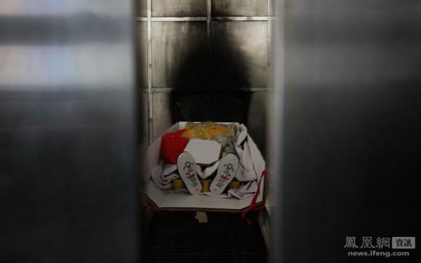 图片故事:为死者工作的人__海南新闻网_南海网