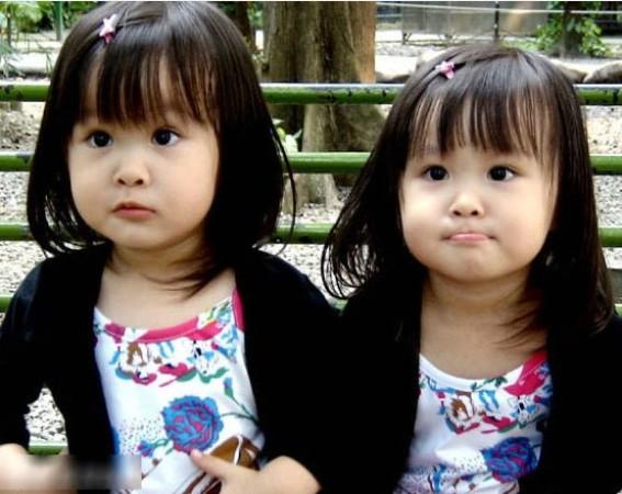 韩国小萝莉超萌爆红 不输台湾双胞胎