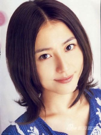 以及二宫和也前女友佐佐木希和长泽雅美,因为后两者拒绝面对面,主办方图片