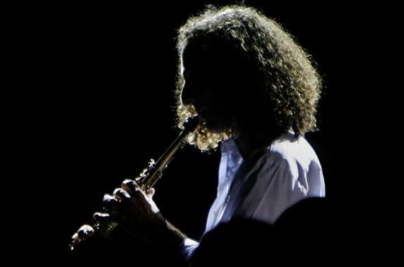 《回家》的演奏者是美国萨克斯管巨星肯尼基.在中国,这首曲子到处