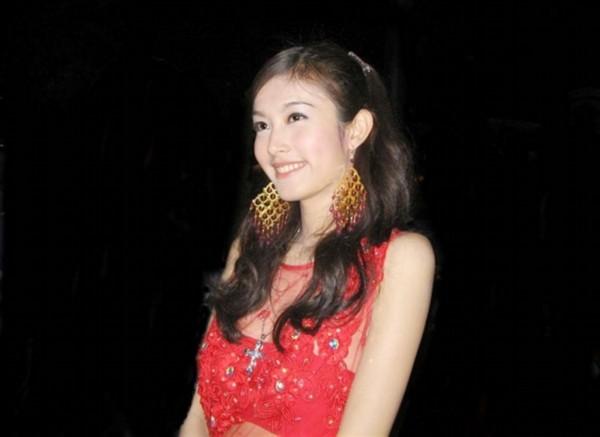 和女人操逼囹�a�L_到泰国旅游如何分辨女人和人妖 亮点其实很明显