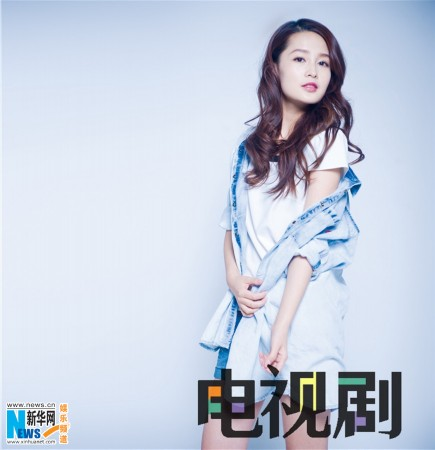 李沁最新杂志大片曝光 鬼马表情可爱不失甜美(图)