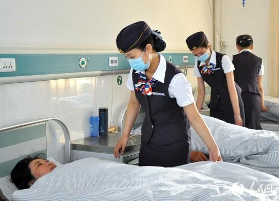 国内新闻 中国动态    江苏一医院要求护士穿空姐制服上班   做空姐