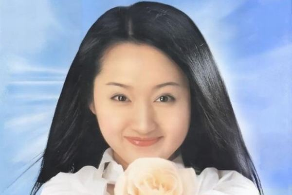 杨钰莹44岁生日晒美照