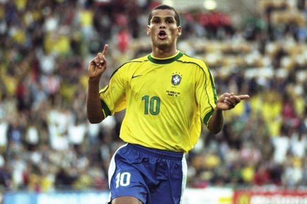 世界杯传奇榜第15名:24年踢遍四大洲巴西金左脚