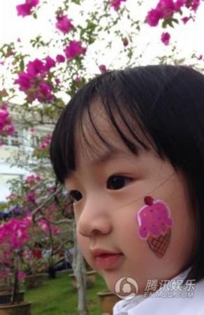 陈坤:最隐秘的小帅哥   5月11日晚,陈坤首度曝光和儿子优优的正面