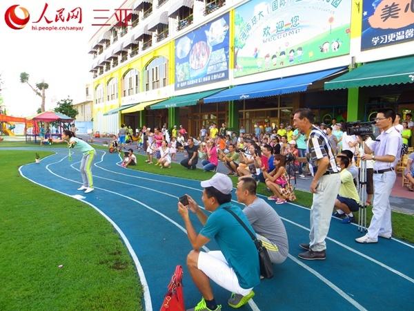 """""""游园看动物"""",运动会上随处可见孩子们灿烂的笑脸,整个幼儿园都弥漫着"""
