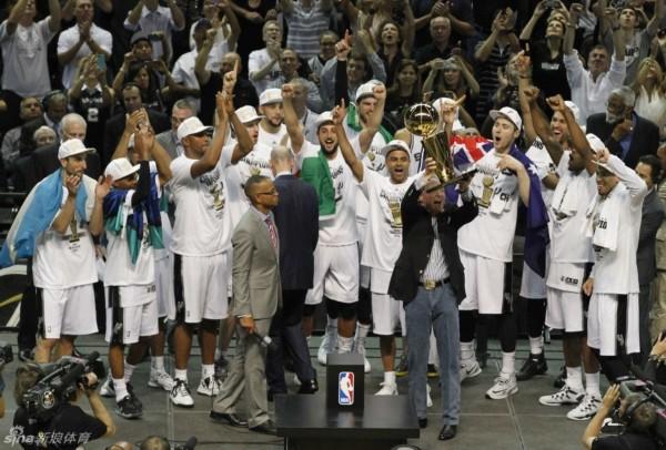 马刺问鼎NBA2014总决赛图片