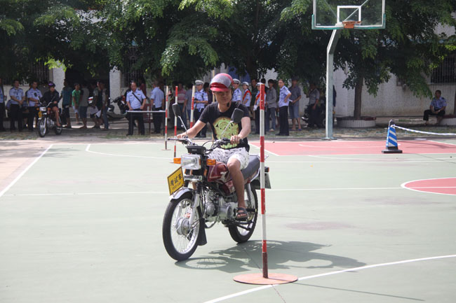 儋州交警部门到南丰举办摩托车驾驶证专场考试