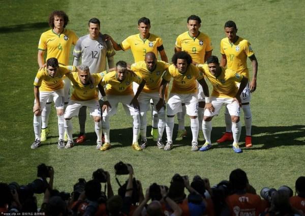 巴西队赛前合影-内马尔伤势无大碍 不会缺席对战哥伦比亚的比赛图片