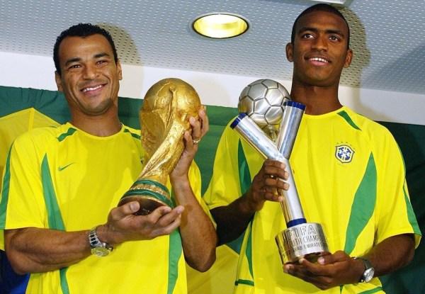 卡福(巴西队:1990-2006 142场5球)-桑巴之死 1比7后是0比3 巴西图片