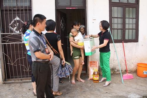 妇联救灾小分队走进澄迈 临高 -海南妇女网图片
