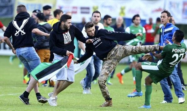 巴以冲突延续到球场! 以色列球员遭球迷暴打(图)