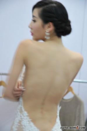最美胸部车模更衣惨被偷拍__海南新闻网_南海