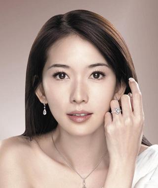 马上将迎来自己四十岁生日的林志玲还是一位单身女人.