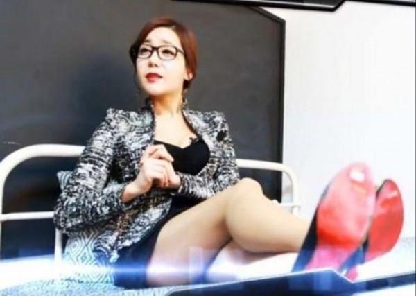 韩丝袜性感推教学女性感网站尤物教英语高跟天使教师图片