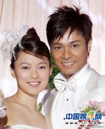 与著名演员三浦友和结婚,从此过起相夫教子的日子.-明星夫妻珍贵图片